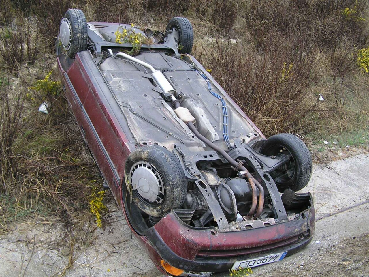 Evita una volcadura de auto y no hagas lo que lo provoca