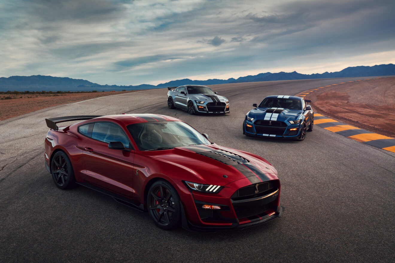 Martes de deportivos: Ford Shelby GT 500 vs Challenger SRT Widebody Redeye
