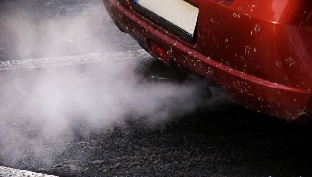 El color del humo de tu auto te dirá el daño que tiene