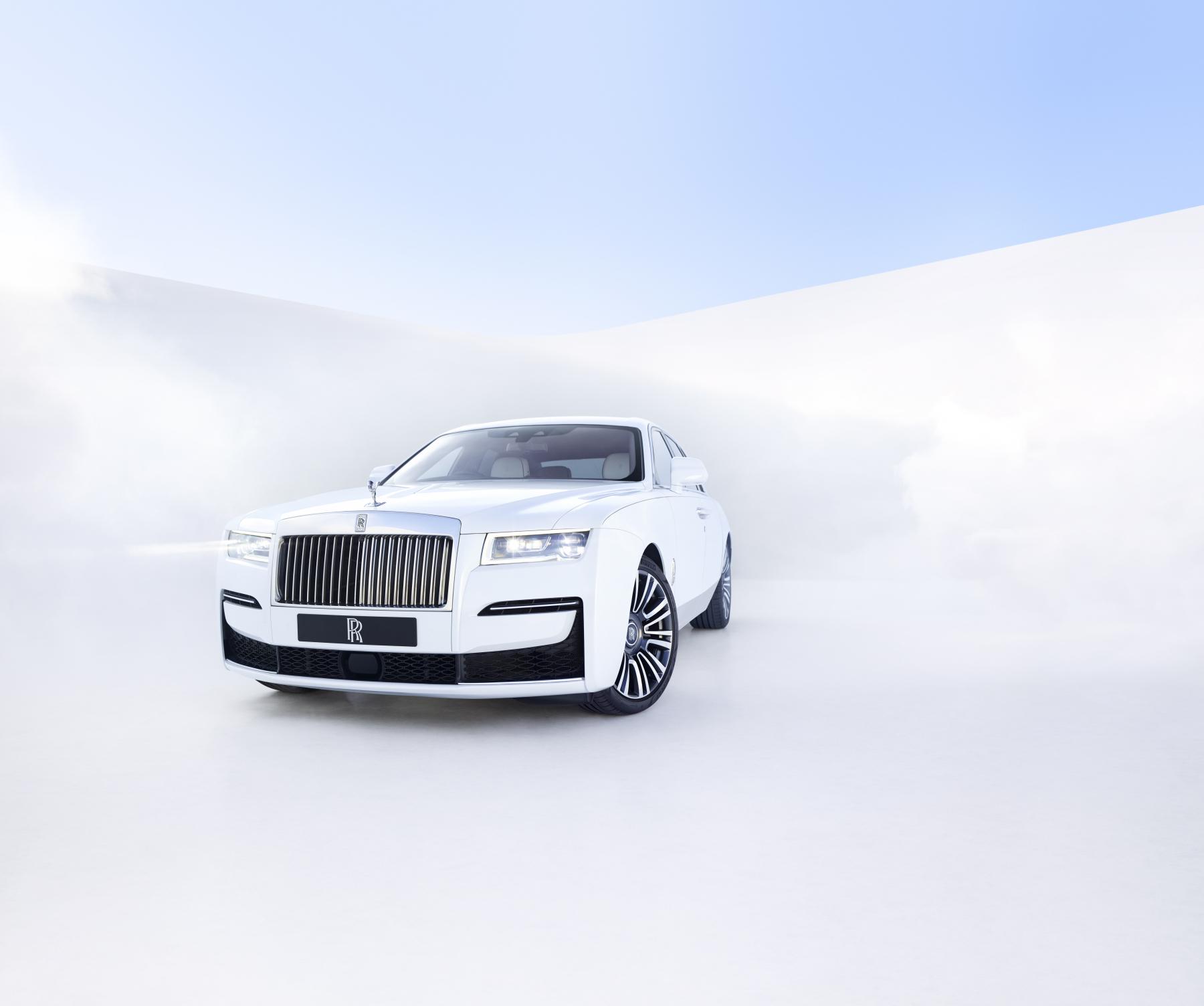 Bajado del cosmos: Rolls-Royce Ghost, el más tecnológicamente avanzado