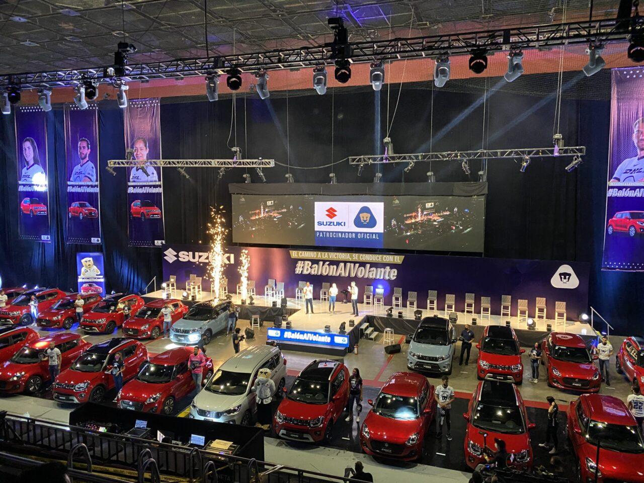 Suzuki entrega autos a jugadores de los Pumas