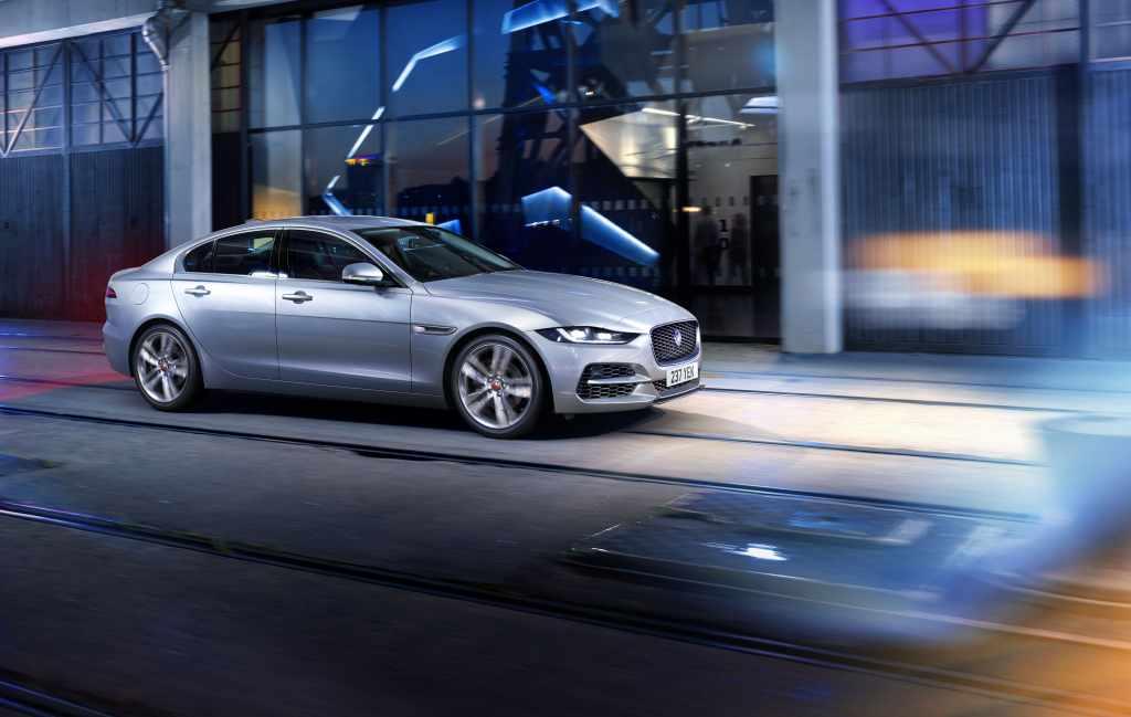 Jaguar XE con motores más eficientes