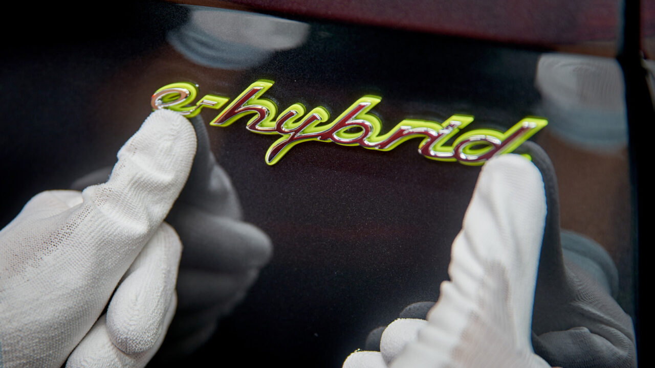 Porsche cumple 10 años de producción de híbridos en Leipzig