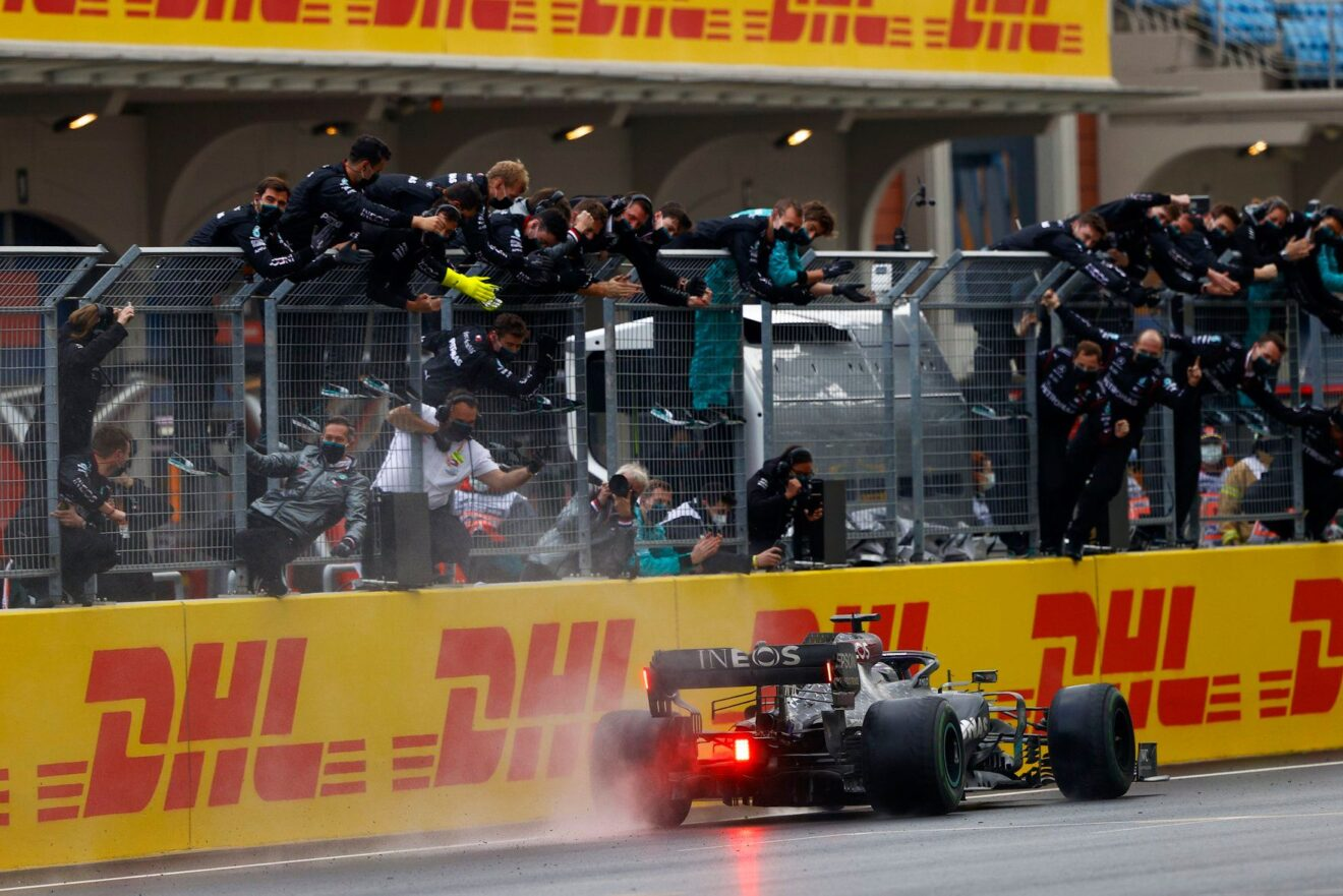 Lewis Hamilton conquista su séptimo campeonato del mundo, Pérez en el podio
