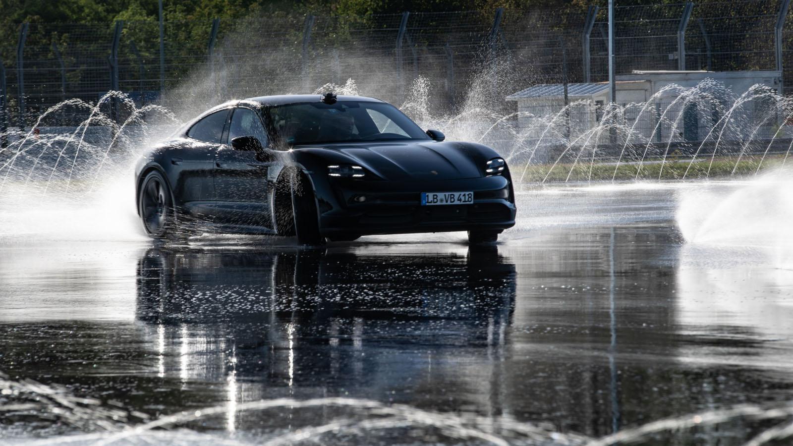 Porsche Taycan impone un Récord Guinness en drift
