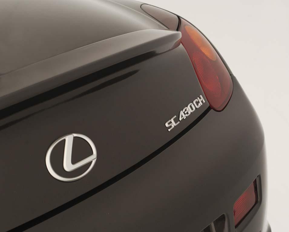 Cuando Carolina Herrera vistió a la última moda al deportivo de Lexus
