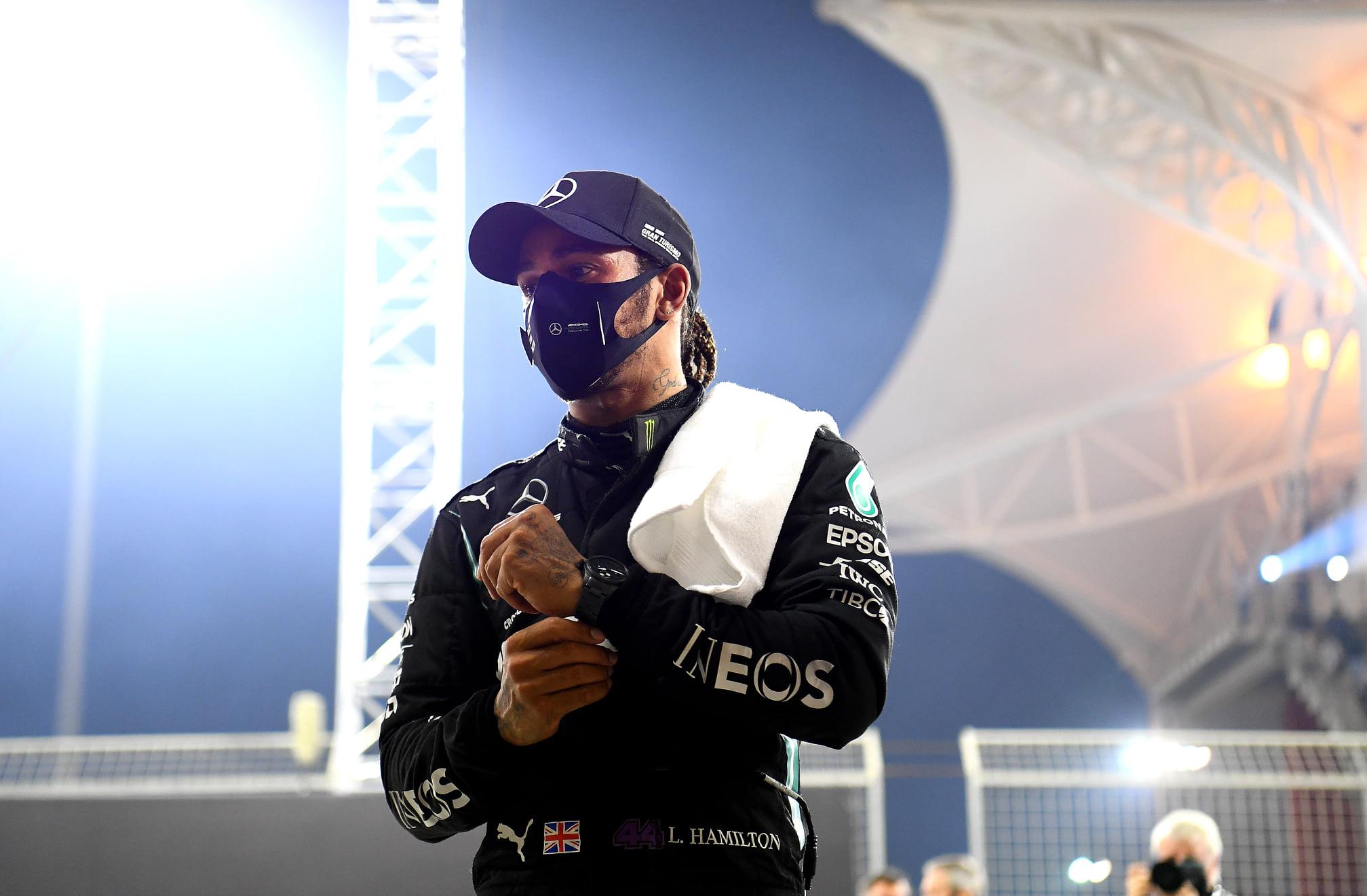 Lewis Hamilton dio positivo a COVID-19
