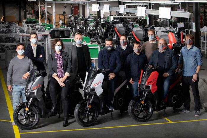 Inicia producción del scooter eléctrico de SEAT
