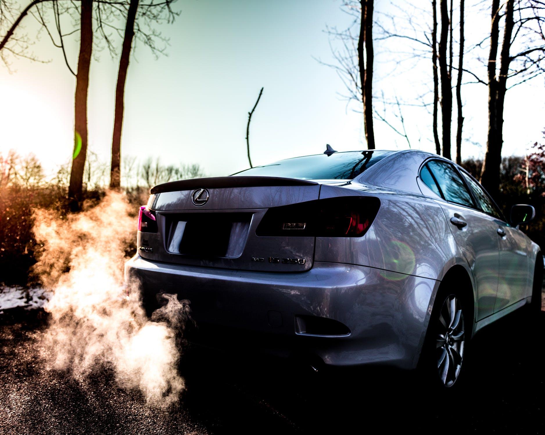 ¿Debo o no dejar calentar el motor de un auto al encenderlo?