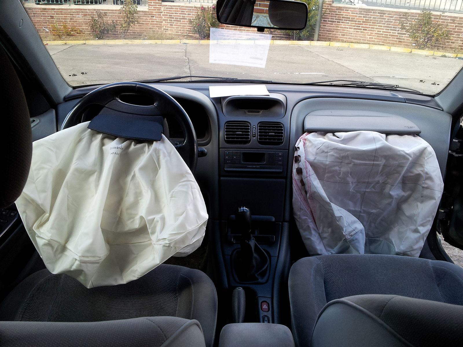 Podrías quedar atrapado con las bolsas de aire de tu auto si haces esto