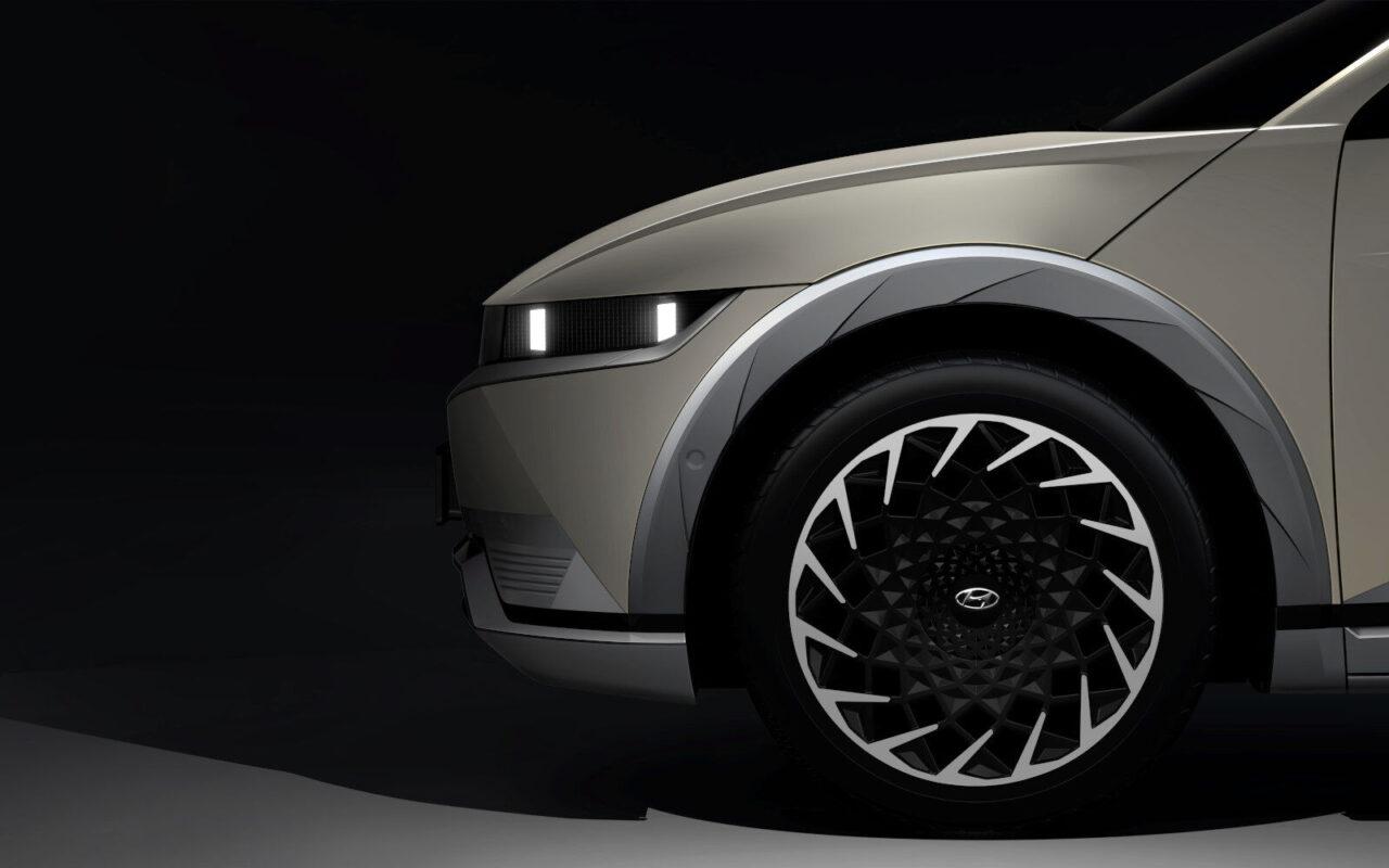 Hyundai IONIQ 5 se muestra en un 'teaser'