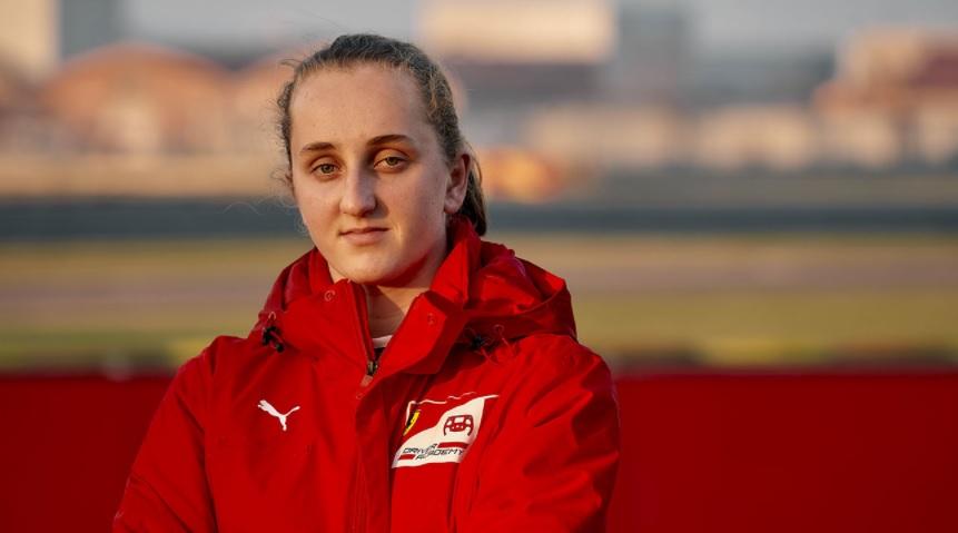 Maya Weug, la primera mujer piloto en la Ferrari Academy