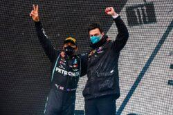 Lewis Hamilton y Mercedes acuerdan nuevo contrato para 2021