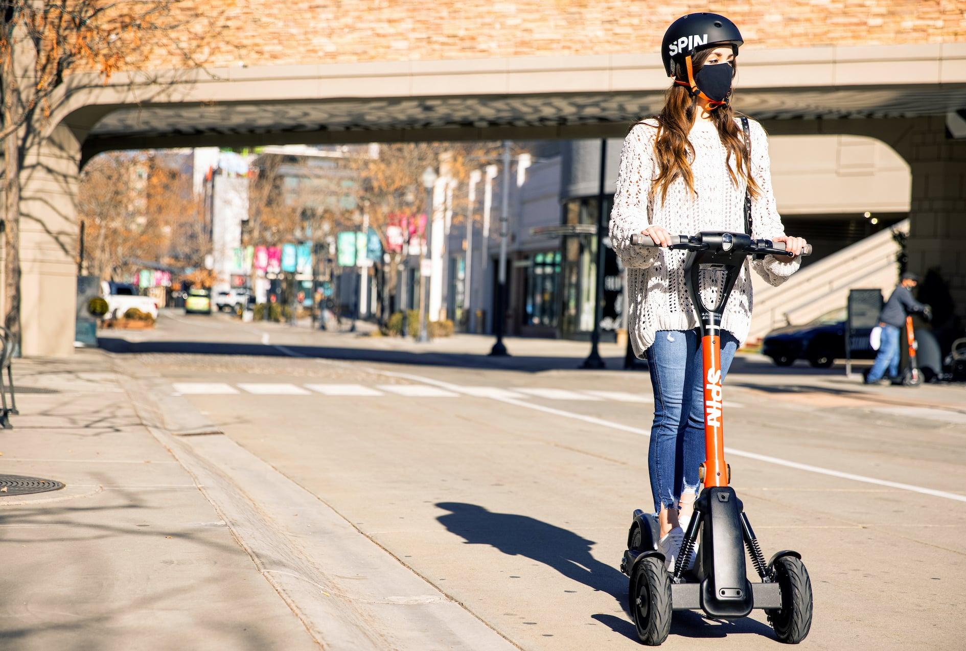 Fabricantes de autos apuestan por la micromovilidad con bicicletas y scooters eléctricos