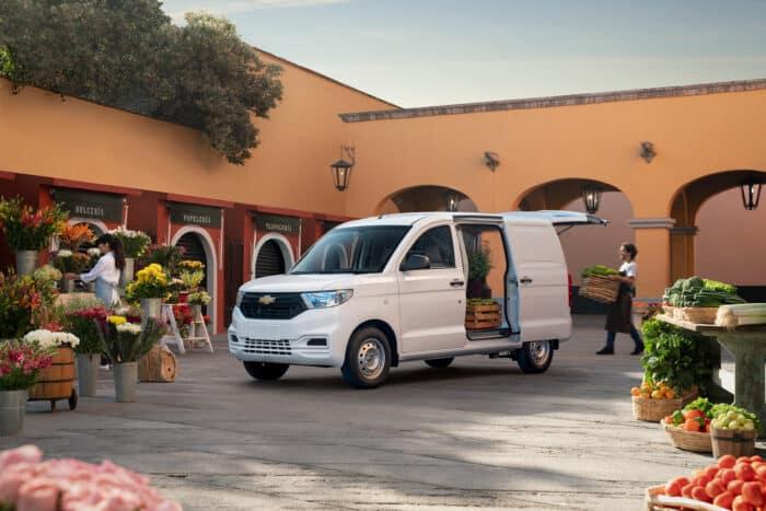 Chevrolet Tornado Van 2022, lista para el trabajo (5)
