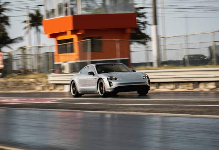 Taycan Turbo S establece récord mundial para el cuarto de milla