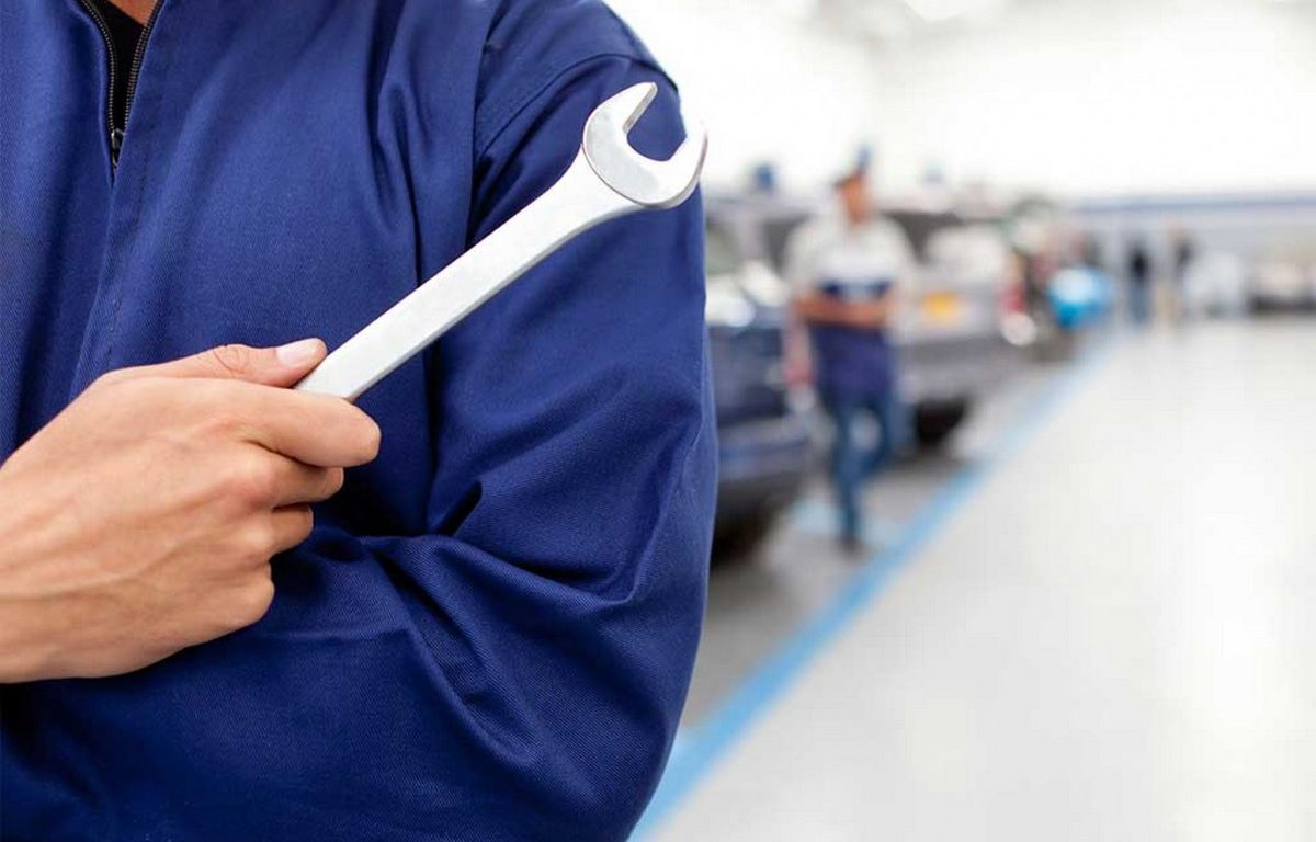 ¿Los mecánicos les cobran más a las mujeres clientes?