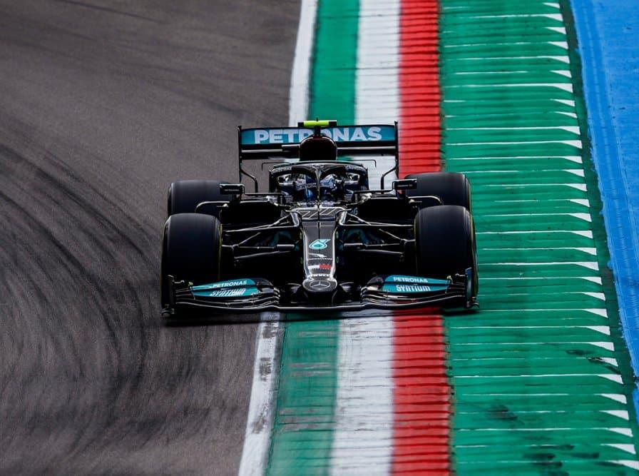 Bottas encabeza la FP2, Verstappen con problemas