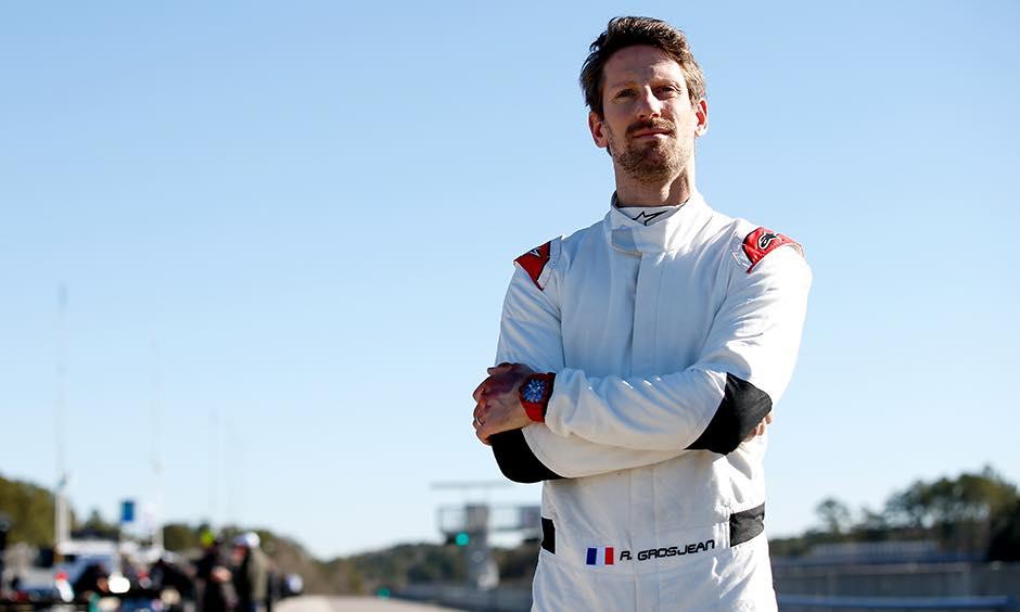 Romain Grosjean se prepara para una prueba con Mercedes
