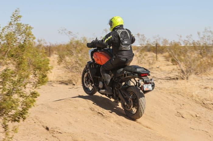 ¿Cómo se maneja la nueva PAN AMERICA de Harley-Davidson?