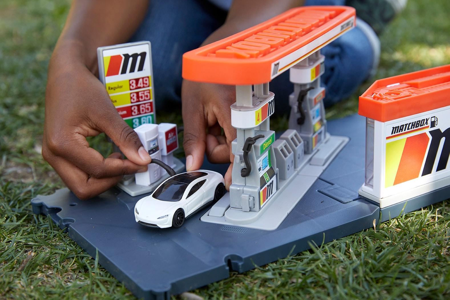 Matchbox ahora ofrece carritos de modelos eléctricos ¡con materiales reciclados!