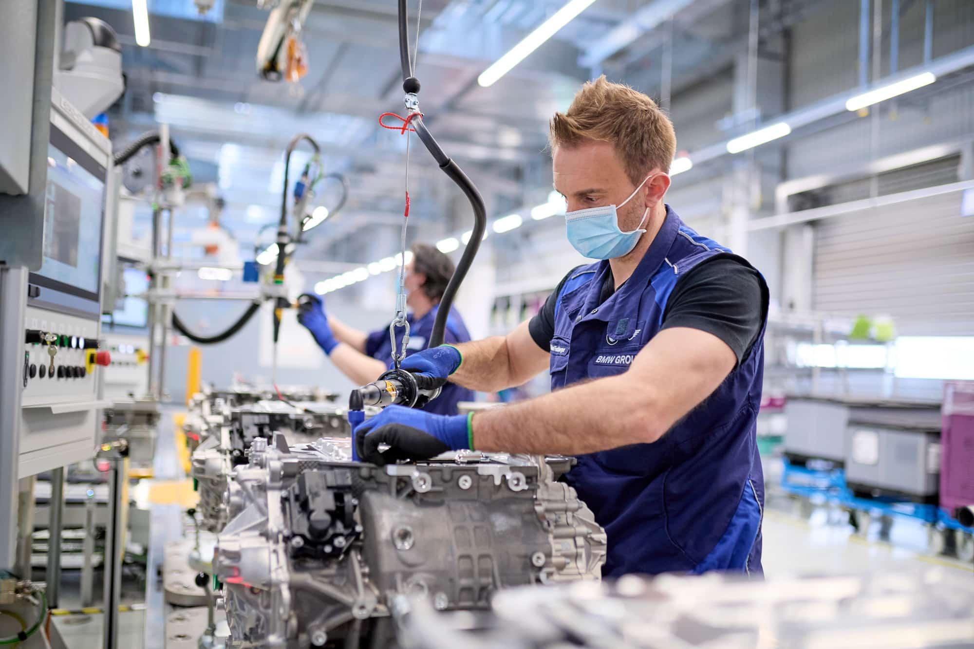 BMW inicia producción de baterías y módulos para los modelos iX y el i4