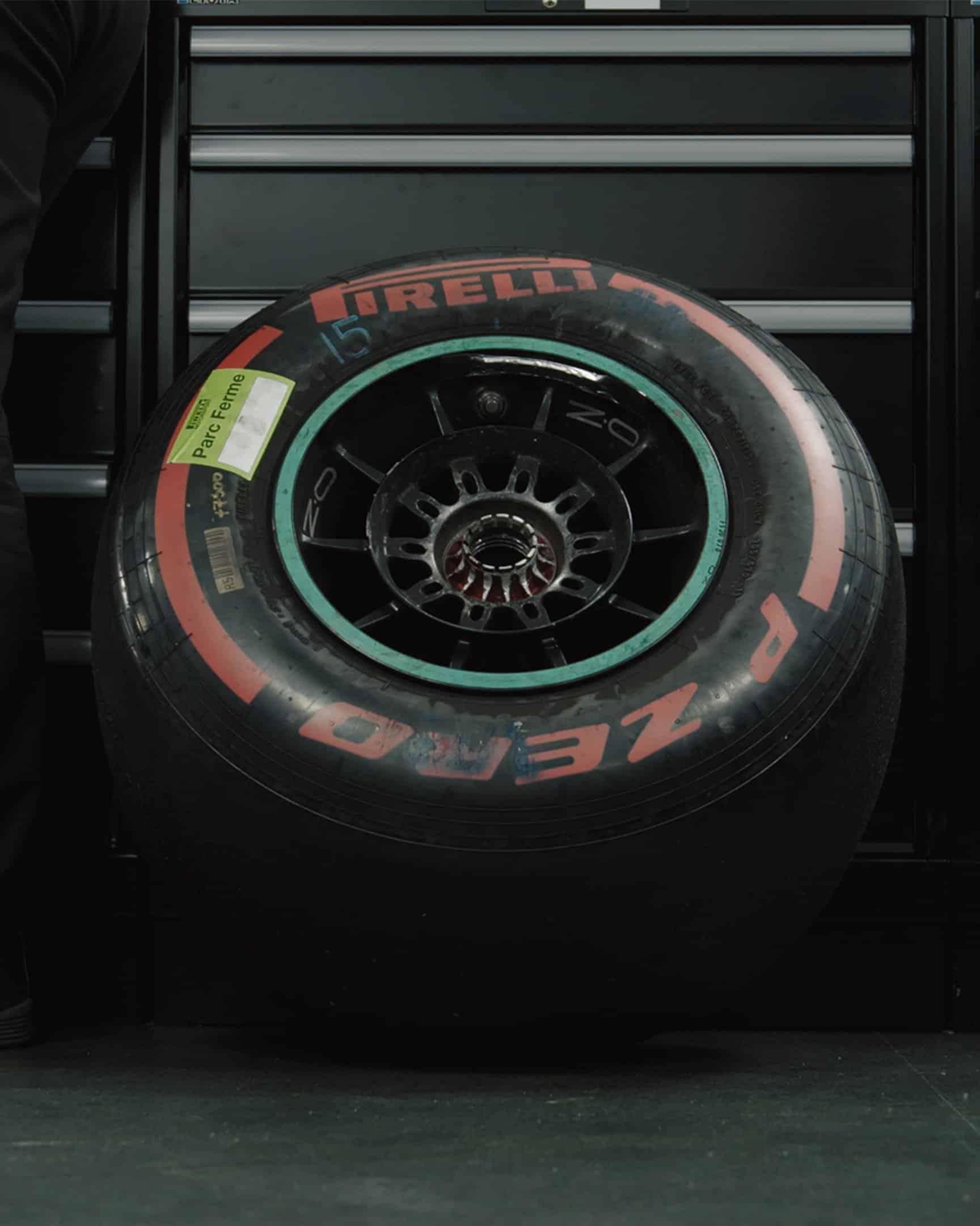 Mercedes por fin retiró el neumático del auto de Bottas