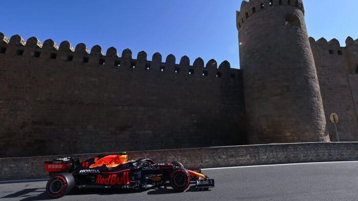 Charles Leclerc consigue la pole position en Azerbaiyán