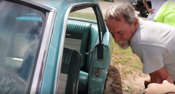Hijo regala a papá el auto de sus sueños 8