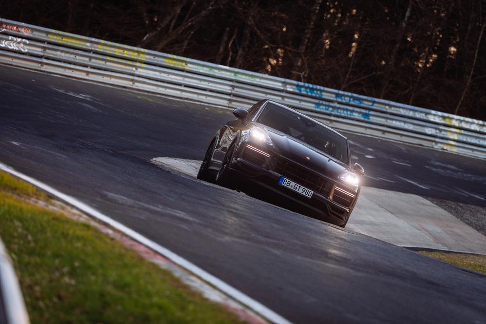 Porsche Cayenne impone récord en Nürburgring Nordschleife