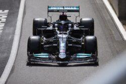 Lewis Hamilton clasifica primero para la carrera sprint de Fórmula 1