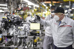Nissan invierte más de mil 300 millones de dólares para eléctricos