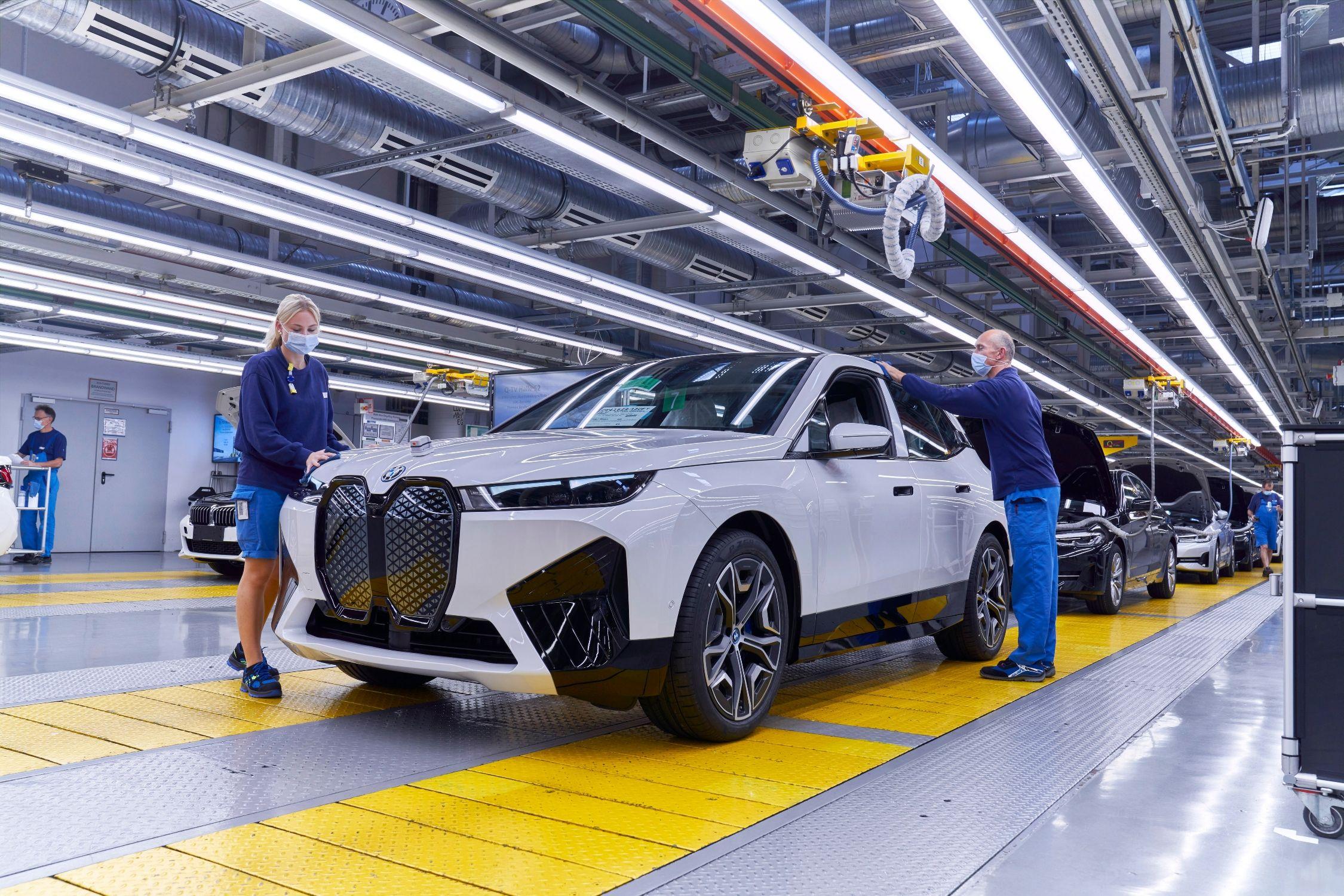 Comienza la producción del iX, el SUV totalmente eléctrico de BMW