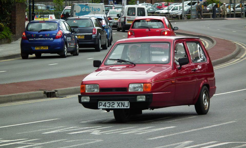 Reliant Robin en carretera