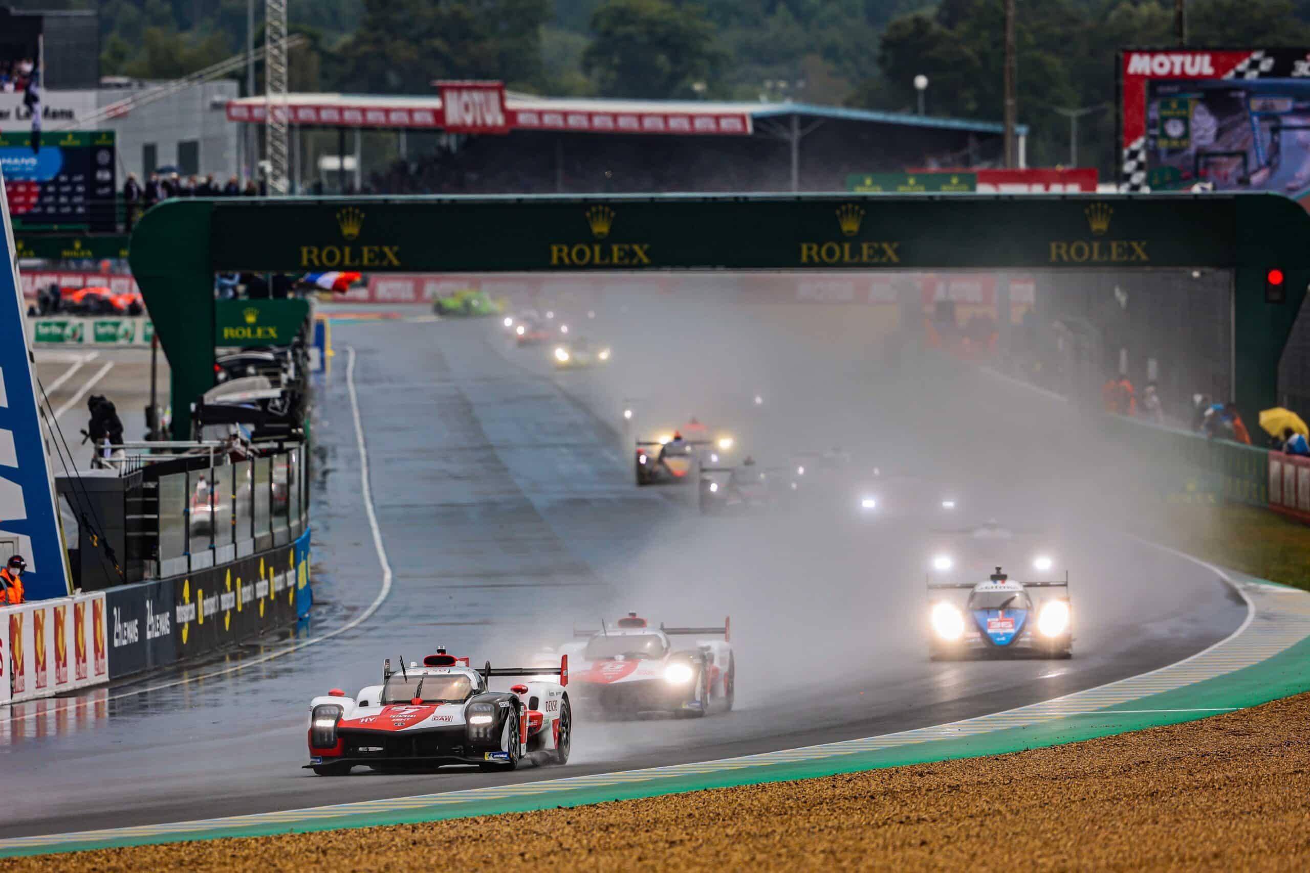 Toyota lidera las 24 Horas de Le Mans a mitad de camino